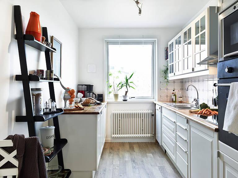 Стеллажи и их роль в обустройстве кухни